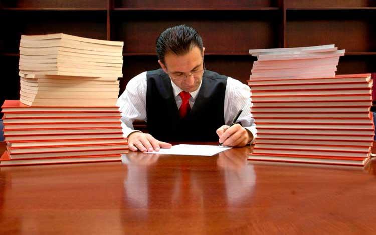 Почему люди нанимают юристов? Не проще ли разобраться в правовых тонкостях самому?