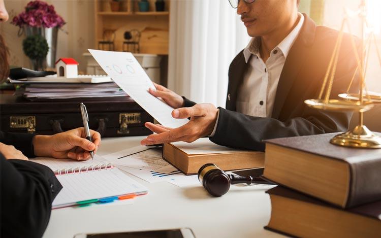 Зачем юристы оказывают бесплатные консультации