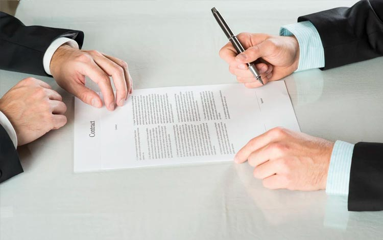 Правила составления договора с юристом. Что делать, чтобы не быть обманутым?