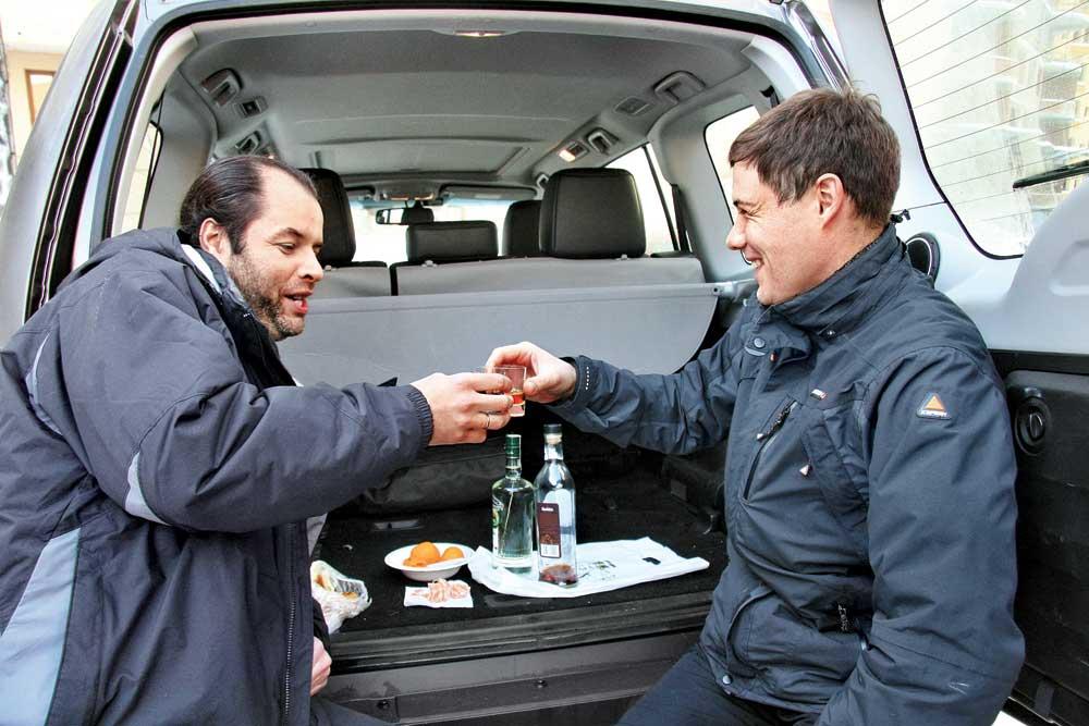 Можно ли распивать спиртные напитки в припаркованном автомобиле?
